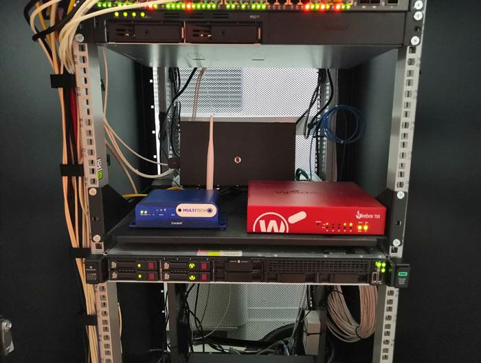 intervento-jump-computer-armadio-rack2