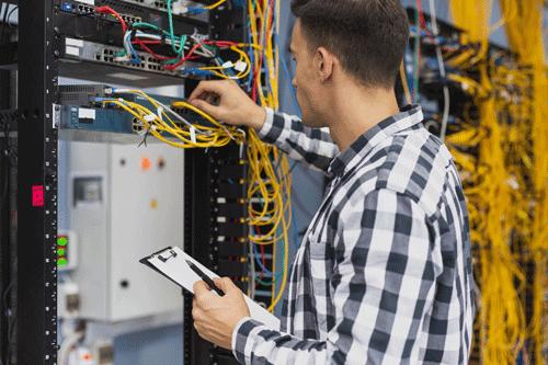 Armadi Rack: come scegliere il migliore per la propria azienda